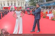 Lifeball - Red Carpet - Rathausplatz - Sa 10.06.2017 - Alfons HAIDER, Mirjam WEICHSELBRAUN6