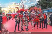 Lifeball - Red Carpet - Rathausplatz - Sa 10.06.2017 - Kost�me, verkleidete G�ste27