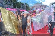 Lifeball - Red Carpet - Rathausplatz - Sa 10.06.2017 - Norbert BLECHA mit Monika71