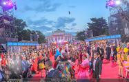 Lifeball - Red Carpet - Rathausplatz - Sa 10.06.2017 - �bersichtsfoto Red Carpet Rathausplatz, G�ste, Kost�me85