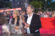 Lifeball - Red Carpet - Rathausplatz - Sa 10.06.2017 - Markus BREITENECKER, Jenny ROSE89
