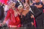 Lifeball - Red Carpet - Rathausplatz - Sa 10.06.2017 - Jazz GITTI, Willi GABALIER, Busenfr�ulein133