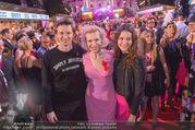 Lifeball - Red Carpet - Rathausplatz - Sa 10.06.2017 - Sunnyi MELLES Sohn Constantin SAYN-WITTGENSTEIN, Tochter Leonie167