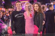 Lifeball - Red Carpet - Rathausplatz - Sa 10.06.2017 - Sunnyi MELLES Sohn Constantin SAYN-WITTGENSTEIN, Tochter Leonie168