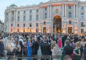 Fete Imperiale - Spanische Hofreitschule - Fr 23.06.2017 - G�ste, Menschen am Michaelerplatz, Sommerfest, Sommerball75