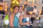 Fete Imperiale - Spanische Hofreitschule - Fr 23.06.2017 - Arabella KIESBAUER, Vera RUSSWURM, Alfons HAIDER machen Selfie99