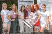 Jungwzinzerinnen Presseshooting - Heuriger Feuerwehr Wagner - Di 04.07.2017 - Kalendermodelle, Ellen LEDERM�LLER, Richard u. Christina LUGNER14
