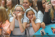 Geburtstagsfest Tag 3 - PlusCity Linz - Sa 02.09.2017 - junge Fans weinen186