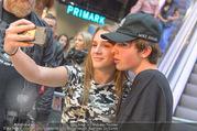 Geburtstagsfest Tag 3 - PlusCity Linz - Sa 02.09.2017 - Mike SINGER macht Selfies mit weinenden Fans215