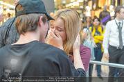 Geburtstagsfest Tag 3 - PlusCity Linz - Sa 02.09.2017 - Mike SINGER macht Selfies mit weinenden Fans230