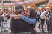 Geburtstagsfest Tag 3 - PlusCity Linz - Sa 02.09.2017 - Mike SINGER macht Selfies mit weinenden Fans235