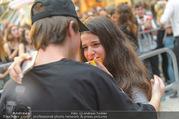 Geburtstagsfest Tag 3 - PlusCity Linz - Sa 02.09.2017 - Mike SINGER macht Selfies mit weinenden Fans256