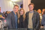 Anelia Peschev Show - Fashion Week Zelt - Di 12.09.2017 - Clemens TRISCHLER, Zoe STRAUB mit Freund Kasper11