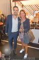 Anelia Peschev Show - Fashion Week Zelt - Di 12.09.2017 - Doris FELBER mit Sohn Sebastian22