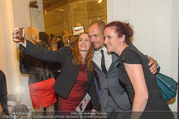 Premiere I am from Austria - Raimund Theater - Sa 16.09.2017 - Gery KESZLER mit Fans49