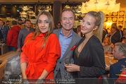 Opening - El Gaucho Rochusmarkt - Mi 20.09.2017 - Heribert KASPER, Chiara PISATI mit Freundin99