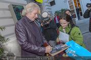 Retrospektive 50 Jahre LisaFilm - Metrokino - Di 26.09.2017 - Thomas GOTTSCHALK schreibt Autogramme geben15