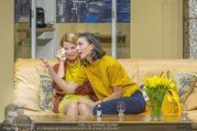 Bühnenfotos Der Gott des Gemetzels - Stadttheater Berndorf - Di 03.10.2017 - Kristina SPRENGER, Maddalena HIRSCHAL127