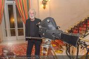 Premierenfeier und Empfang - Französische Botschaft - Mi 04.10.2017 - Michael HANEKE mit Kamera11