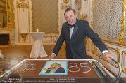 Richard Lugner 85er - Stadtpalais Liechtenstein - Sa 14.10.2017 - Richard LUGNER mit Geburtstagstorte22