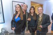 Brigitte Just Ausstellungseröffnung - Raiffeisenbank Stockerau - Di 24.10.2017 - Brigitte JUST, Christian KOLONOVITS, Tochter Lisa und Freund Cob58