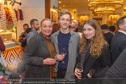 Jamie Oliver Restaurantopening - Jamie´s - Mi 25.10.2017 - Anja RABITSCH mit Sohn Josef und dessen Freundin Stefanie50
