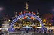 Rot-Kreuz Ball - Rathaus - Fr 17.11.2017 - Wiener Christkindlmarkt Rathausplatz, Adventmarkt38