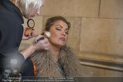 Lifeball Fotoshooting Netrebko - Conchita - Rathaus - Fr 17.11.2017 - Anna NETREBKO backstage beim Schminken3