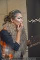 Lifeball Fotoshooting Netrebko - Conchita - Rathaus - Fr 17.11.2017 - Anna NETREBKO backstage beim Schminken9