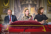 Swarovski Tiara für Opernball 2018 - Staatsoper - Di 21.11.2017 - Maria GRO�BAUER GROSSBAUER, Dominique MEYER, Birgit BERTHOLD-KR43