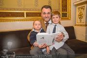 Roman Svabek Buchpräsentation - Staatsoper - Di 28.11.2017 - Roman SVABEK mit Sohn Gabriel und Leonhart1