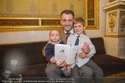 Roman Svabek Buchpräsentation - Staatsoper - Di 28.11.2017 - Roman SVABEK mit Sohn Gabriel und Leonhart2