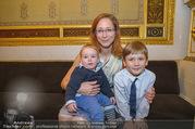 Roman Svabek Buchpräsentation - Staatsoper - Di 28.11.2017 - Elisabeth SVABEK mit Sohn Gabriel und Leonhart8