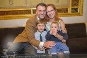 Roman Svabek Buchpräsentation - Staatsoper - Di 28.11.2017 - Familie Roman und Elisabeth SVABEK mit Sohn Gabriel und Leonhart12