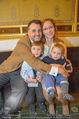 Roman Svabek Buchpräsentation - Staatsoper - Di 28.11.2017 - Familie Roman und Elisabeth SVABEK mit Sohn Gabriel und Leonhart13