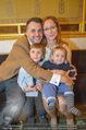 Roman Svabek Buchpräsentation - Staatsoper - Di 28.11.2017 - Familie Roman und Elisabeth SVABEK mit Sohn Gabriel und Leonhart14