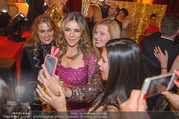 LOOK Woman of the Year Gala 2017 - Rathaus - Mi 29.11.2017 - Elizabeth Liz HURLEY mit Fans, Selfies270