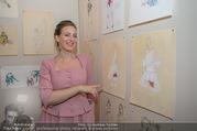 70 Jahresfeier - Modeschule Hetzendorf - Do 30.11.2017 - Lena HOSCHEK vor ihren Entw�rfen, Zeichnungen, Skizzen20