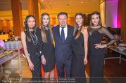 Schiller Neujahrscocktail - Hilton Vienna Hotel - Mo 08.01.2018 - Wolfgang SCHWARZ mit Models1