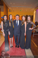Schiller Neujahrscocktail - Hilton Vienna Hotel - Mo 08.01.2018 - Wolfgang SCHWARZ mit Models2