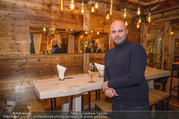 Moet & Chandon Chalet Winter Closing - Winter Chalet Palais Esterhazy - Mo 08.01.2018 - Ernst RANFTL (Portrait in einer Hütte)11