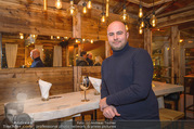 Moet & Chandon Chalet Winter Closing - Winter Chalet Palais Esterhazy - Mo 08.01.2018 - Ernst RANFTL (Portrait in einer Hütte)12
