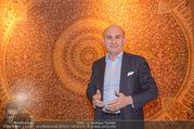 Empfang bei Ali Rahimi - Palais Szechenyi - Do 11.01.2018 - Ali RAHIMI (Portrait vor Teppich)1