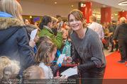 Kinopremiere ´Hilfe, ich hab die Eltern geschrumpft´ - Village Cinemas - Sa 13.01.2018 - Anja KLING gibt Kindern Autogramme34