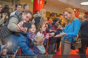 Kinopremiere ´Hilfe, ich hab die Eltern geschrumpft´ - Village Cinemas - Sa 13.01.2018 - Andrea SAWATZKI gibt Kindern Autogramme, macht Fotos43