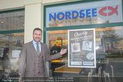 Charity Heringsschmaus Verkauf - Nordsee Naschmarkt - Do 25.01.2018 - Alexander PIETSCH3