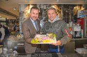 Charity Heringsschmaus Verkauf - Nordsee Naschmarkt - Do 25.01.2018 - Alexander PIETSCH, Alfons HAIDER8