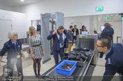 Melanie Griffith Ankunft - Flughafen und Grand Hotel - Di 06.02.2018 - Simona WEISS, Richard LUGNER beim Sicherheitscheck2