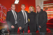 Melanie Griffith PK und Autogrammstunde - Lugner City - Mi 07.02.2018 - Melanie GRIFFITH mit Security-Team54