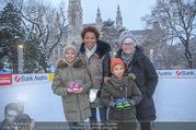 SuperFit Charity Eisstockschießen - Rathausplatz - Mi 21.02.2018 - Arabella KIESBAUER mit Kindern Nika und Neo und Mutter Hannelore6